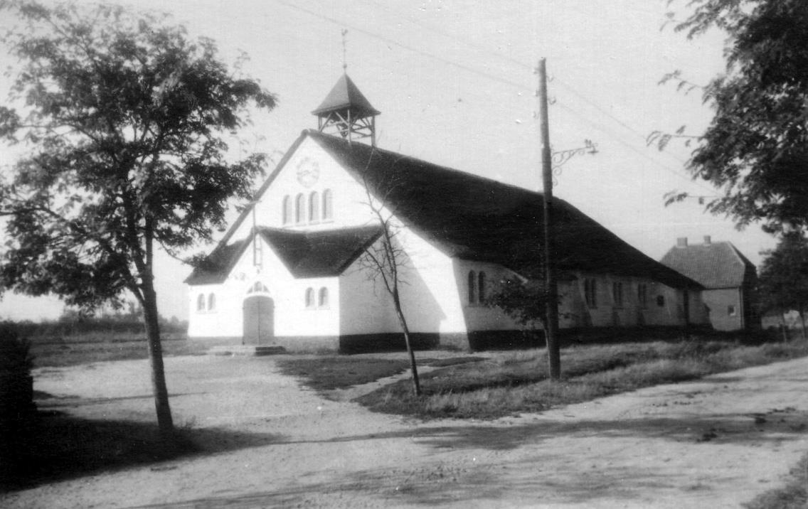 noodkerk met huis Henk Naus