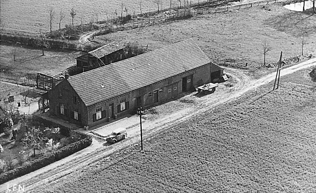 NHE - 00.530 luchtfoto boerderij Steeghs-Giesen